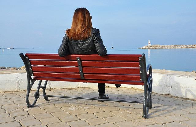 bench-605957_640 (2)